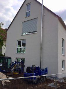 Weiße Aluminiumfenster mit TRAV Verglasung